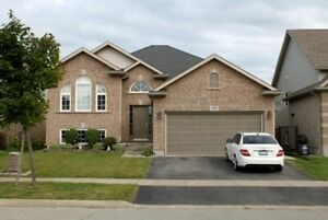 Beautiful 3 Bedroom in desirable area of Thorold! Utils Included