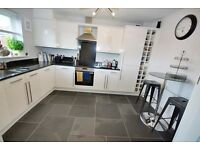 **DO NOT MISS** Great 3 bedroom house minutes away from Purley station