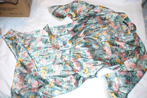 Set of 2 - Floral Daisy Sexy M Medium Silky Robe & Gown