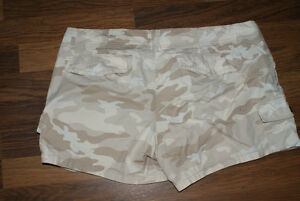 $3  Ladies BEIGE CAMO Shorts - Old Navy Size 12