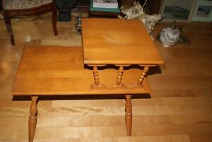 Beautiful vintage solid wood two-tier accent table West Island Greater Montréal image 4