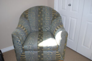 Beautiful Barrel Accent Chair - Excellent Condition!