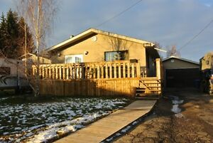 MUST SELL! QUICK POSSESSION IN PENHOLD W/ 26x28 GARAGE!