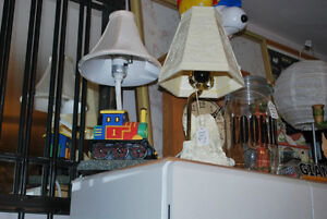 LAMPS - SEVERAL ASSORTED STYLES - VINTAGE & MODERN Windsor Region Ontario image 6
