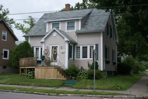 Well Maintained Home Close to School and Downtown