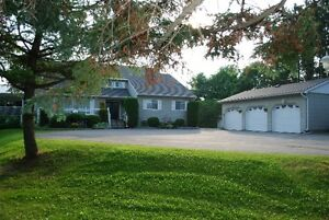 Luxury Home on Devil Lake! Kingston Kingston Area image 1