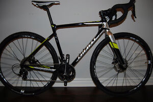 **BRAND NEW** 2017 Giant TCX SLR 2 with Fulcrum Racing 5 Wheels