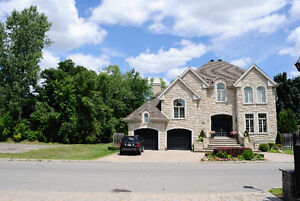 Luxury Executive home back to lake and park, DDO