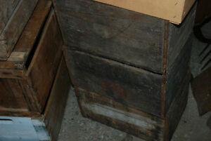 BUYING OLDER VINTAGE WOODEN CRATES BOXES ANTIQUES & COLLECTIBLES