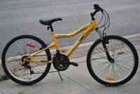 ** Youth Unisex FRONT SUSPENSION Mountain Bike - Great Bicycle!