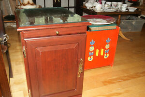 NICE AND PRACTICAL SMALL BAR CABINET / SIDE TABLE WITH SHELF, PU