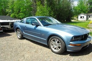 2005 Ford Mustang GT Coupe (2 door)