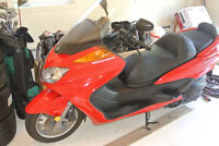 SCOOTER MAJESTY  400CC  20O8  CONDITION  NEUVE