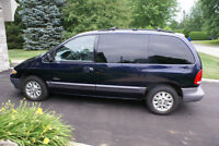 1997 Plymouth Voyager Camionnette