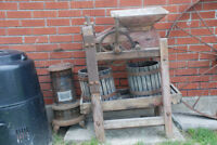 EXTREMELY RARE ANTIQUE VINTAGE HAND POWERED WINE OR FRUIT PRESS