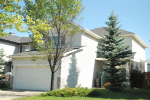 Beautiful 1950 sq. ft home is located in Somerset SW Calgary