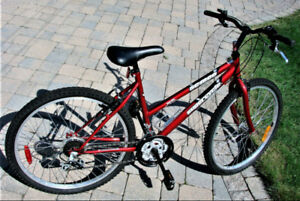 """Near Mint Mountain Bicycle Bike 26"""" Wheels and 18 Speed"""