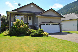 Rancher Home a few Blocks from the Beach! Harrison Hot Springs