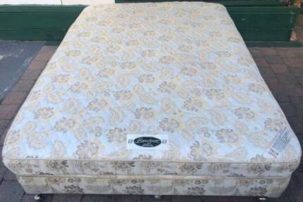 Good Simmons Brand Queen Bed set (Latex Mattress) for sale