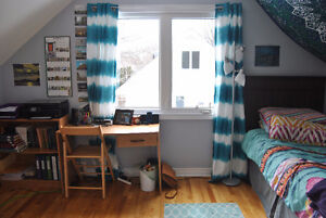 Beautiful Bedroom in 3 Bedroom House 5 Minutes From MUN