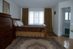 Master bedroom. Parking. Rutherford/ Hwy 400