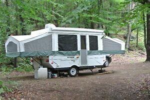 Grande tente-roulotte Rockwood (idéale pour la famille)