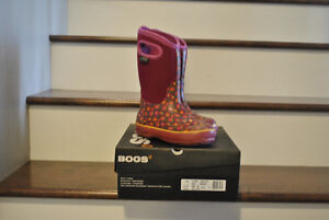 BOGS WINTER BOOTS - PINK with flowers, size 2 $45.00 Strathcona County Edmonton Area image 3