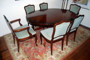 Pedestal Table plus 6 Chairs