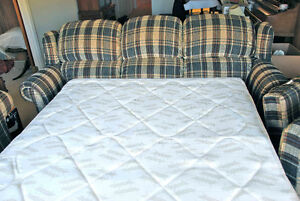 Pullout couch in great condition Peterborough Peterborough Area image 2