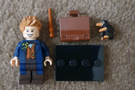 Lego Newt Scamander mystery mini (two available)