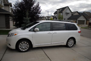 2013 Toyota Sienna Limited AWD/v. clean/no accidents/loaded