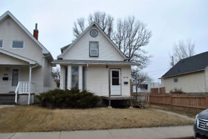 828 6th Avenue NE, Moose Jaw