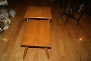 Beautiful vintage solid wood two-tier accent table West Island Greater Montréal image 3