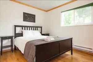$950 AVAILABLE NOW! - Easy Transit to DT & Shops - Spacious Room
