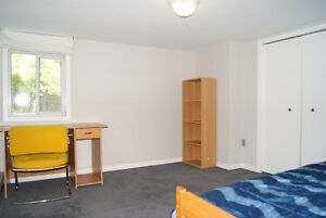 Spacious 5 BRs 2 Full Baths Suite Near Uvic