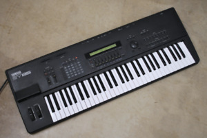 Yamaha SY85 - Synthétiseur / Synth (61 touches/keys) *USAGÉ/USED