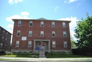 30 Seconds to Laurier, Great 3 and 5 bedroom Apartment Kitchener / Waterloo Kitchener Area image 1