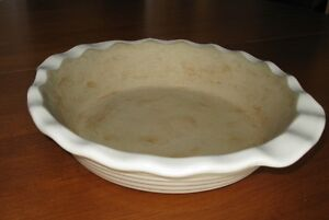 Pampered Chef  9 inch Deep Dish Pie Dish / Plate