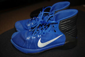 Nike Basketball Shoes Size 7 Youth Unisex