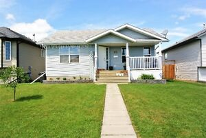 AWESOME DEAL IN PENHOLD!! MOVE IN READY WITH RV PARKING!