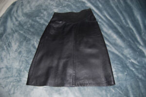 Danier Ladies Leather Skirt
