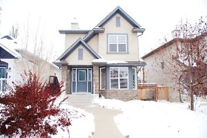 Beautiful 3bdrm Okotoks home in lake community!