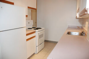 Renovated Spacious 1 Bedroom - Windsor Park by Chinook Mall