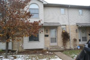 LONDON 3 BEDROOM CONDO WITH NEW GAS FURNACE & AIR