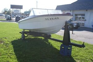 FIBERGLASS RUNABOUT WITH WINDSHEILD AND BOAT TRAILER FOR SALE