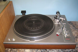 Aurex Toshiba SR-F335 Turntable with cartridge