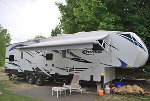 2012 toy hauler in excellent condition