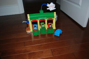 Thomas The Train - Tidmouth sheds + 3 trains + Sir Topmanhat