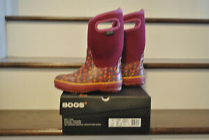 BOGS WINTER BOOTS - PINK with flowers, size 2 $45.00 Strathcona County Edmonton Area image 2