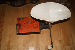 LARGE ANTIQUE GROCERY SCALE West Island Greater Montréal image 3